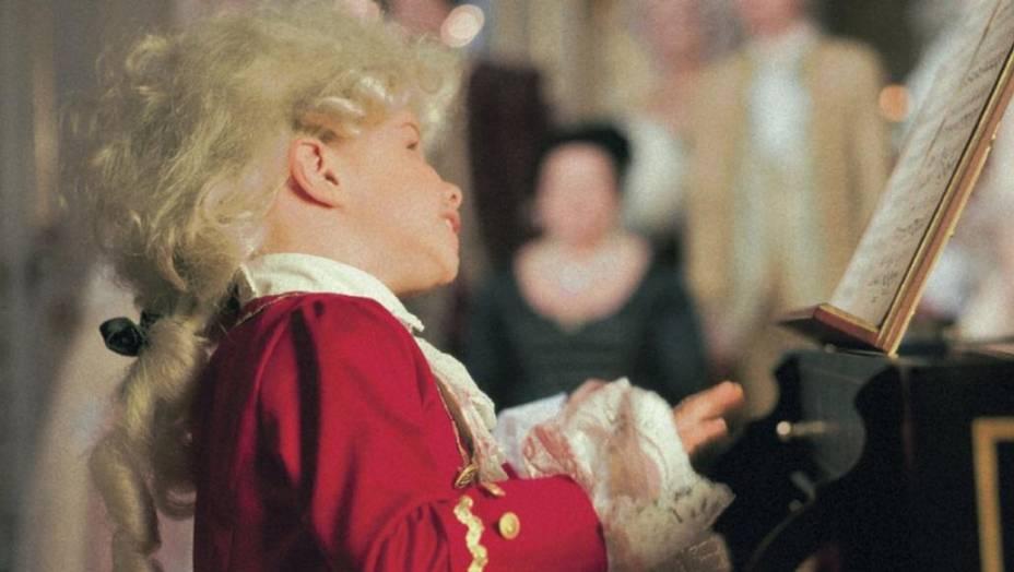 Ein kleiner Mozart, der die Musik der Schloss Schönbrunn Konzerte in Wien repräsentiert