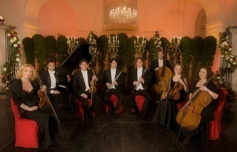 Los músicos de la compañía del Palacio de Schönbrunn. Sacada en la Orangerie del Palacio de Schönbrunn en Viena