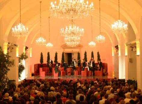 Every night, the musicians of the Schoenbrunn Palace Orchestra enchant visitors with classical music by Mozart and Strauss