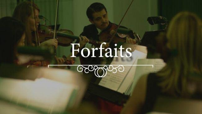 Une vue de l'Orchestre du château de Schönbrunn sur les cordes, partitions et autres solistes