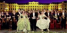 Im Konzert des Wiener Schönbrunner Schlossorchesters. Musik, Tanz und Gesang